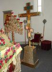 Запрестольные крест и икона